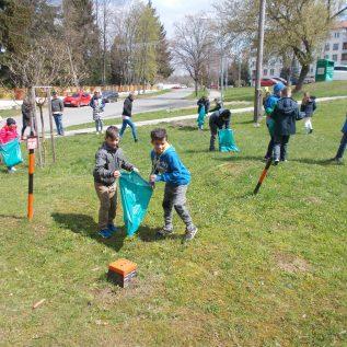 Iniciativa_ vzdelavanie mladeze_ zber odpadu SK 3