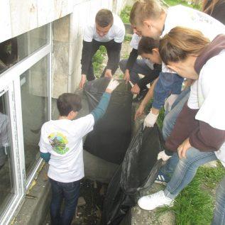 iniciativa_ vzdelavanie mladeze_ zber odpadu UA 2
