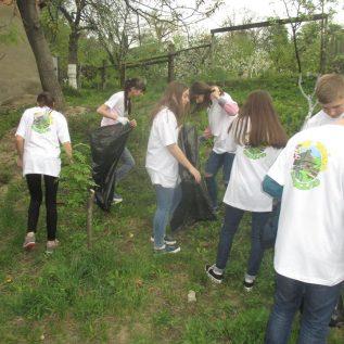 iniciativa_ vzdelavanie mladeze_ zber odpadu UA 3
